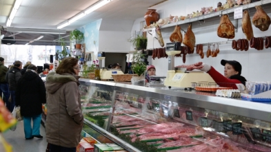 56. Rui Gomes butcher shop and grocery stores (Toronto) [PT]: https://pchpblog.wordpress.com/2017/02/11/our-interview-with-the-grocer-rui-gomes-aired-on-rtp/