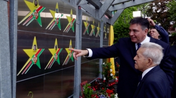 77. Portuguese Canadian Walk of Fame inductions (Toronto) [Pt]: https://pchpblog.wordpress.com/2017/06/10/our-story-on-the-2017-portuguese-canadian-walk-of-fames-inductions-aired-on-rtpi/